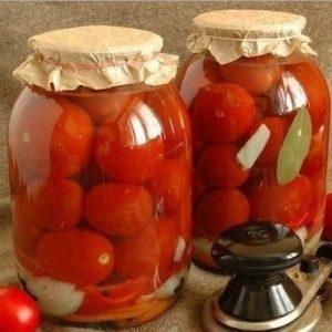 Засолка помидоров с луком на зиму — вкусная и сочная закуска!