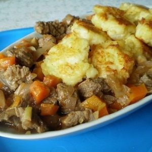 Говядина с картофельными галушками — нежное и ароматное блюдо!