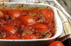 Мясные тефтели с помидорами черри — очень простое, но оригинальное и нарядное блюдо!