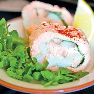 Запеченный рулет из лосося и трески — потрясающе вкусное блюдо!
