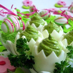 Яйца с зеленым кремом — вкусные, сытные и легкие в приготовлении!