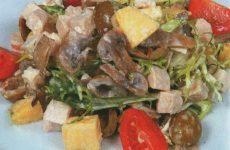 Салат с курицей и ананасами — нежный и очень простой в приготовлении!