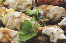 Шашлык, маринованный в минеральной воде — это очень просто, вкусно и при этом ещё и быстро!