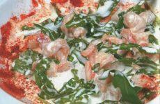 Салат с раковыми шейками — отличный ингредиент для низкокалорийных салатов!