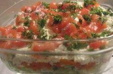 Простой и очень вкусный салат из слабосоленой семги, огурцов и яиц!
