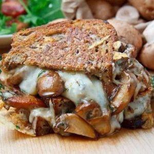Бутерброд-гриль с шампиньонами и сыром — осторожно, очень вкусно!