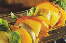 Шашлык из фруктов с имбирно-мятным соусом — необычно и очень вкусно!