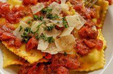 Равиоли, запеченные с овощами и сыром!
