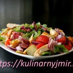 Салат из жареного куриного мяса с миндалем — вкусный и сытный!