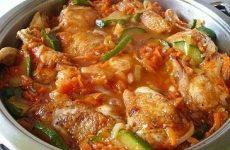 Ароматная курица с кабачками в соусе — быстрое и очень ароматное блюдо!