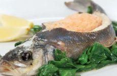 Белая рыба, фаршированная муссом из лосося со шпинатом — необычное, но вкусное сочетание!