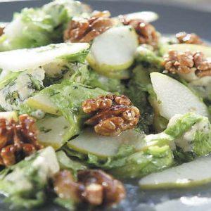 Салат из консервированных груш с орехами — сочное, красочное, легкое блюдо!