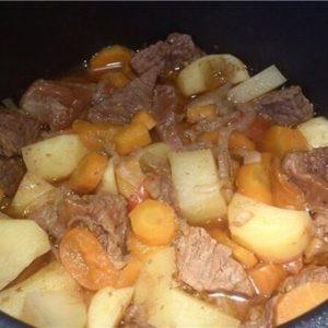 Картошка с тушёнкой в мультиварке — это классика!