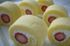 Японский рулет с клубникой — божественно вкусно!