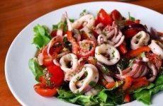 Салат с кальмарами и оливками — сытный и питательный!
