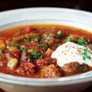 Жаркое из говядины по-польски — сытное, насыщенное и аппетитное!