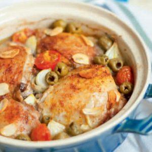 Курица, запеченная с оливками, чесноком и петрушкой — вкуснятина…
