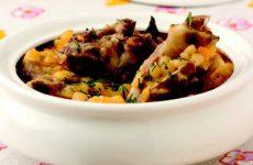 Бараньи ребрышки с гороховой кашей — отличный обед!