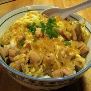 Японский омлет с рисом и курицей — традиционное японское блюдо!