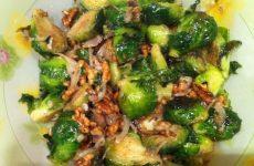 Брюссельская капуста с орешками — очень просто и очень вкусно!