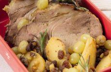 Жаркое из свинины с виноградом и яблоками в коньяке — а какой у блюда аромат!