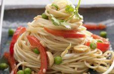 Жареная лапша по-китайски — отличный вариант для сытного ужина!