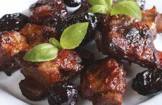 Свиные ребрышки с черносливом — превосходное сочетание вкуса и аромата!