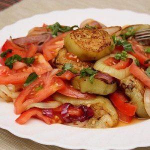 Салат из баклажанов — популярная закуска на все случаи жизни!