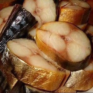 Скумбрия холодного копчения — отличная закуска к праздничному столу!