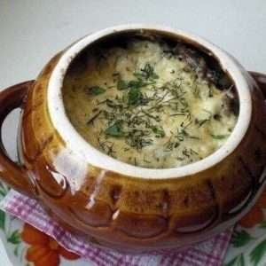 Фрикадельки с картошкой и грибами под сыром в горшочке — настоящее спасение для хозяек!